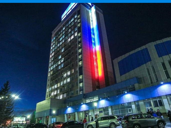 В Красноярске заработала архитектурно-художественная подсветка здания Енисейского речного пароходства