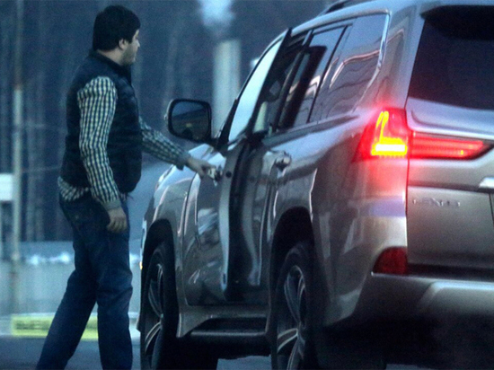 Экс-сотрудники ГИБДД похищали дорогие авто путем мошеннической схемы