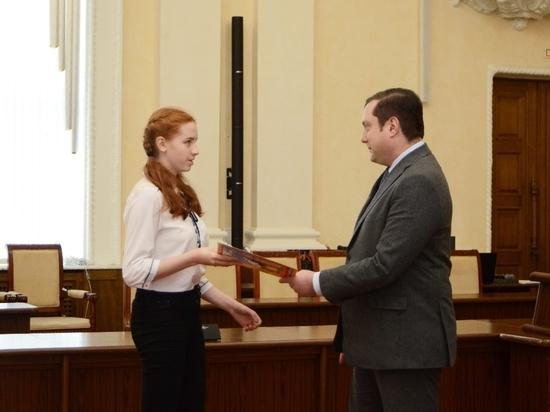 Алексей Островский наградил победителей конкурса молодых ученых