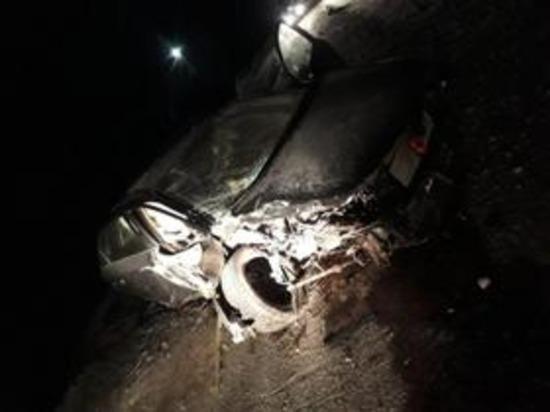 В Смоленской области в Темкино КИА-CERATO влетела в дерево