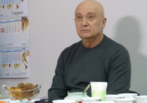 Возможно, Алиханов воспользовался случаем сообщить свои недругам о том, что преследовать их не будет