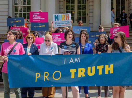 Сторонники абортов протестуют