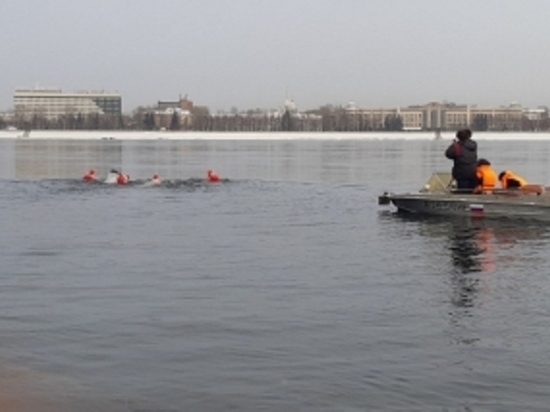 Спасатели ГИМС Иркутска сопровождали зимний заплыв по Ангаре