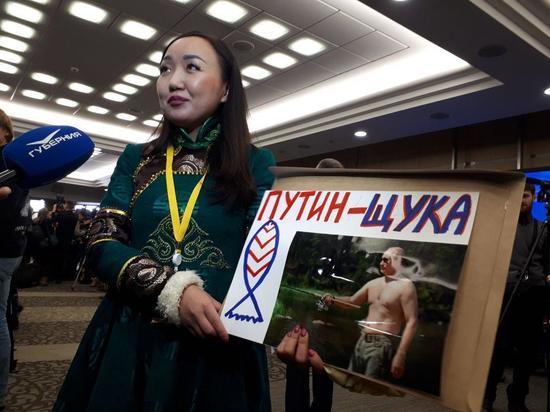 Путин-щука: Журналистка из Тувы будет привлекать внимание президента нарисованной рыбой