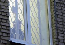 Страдающий алкоголизмом пациент, который выпал из окна третьего этажа наркологической клиники, получит компенсацию за причиненный вред здоровью