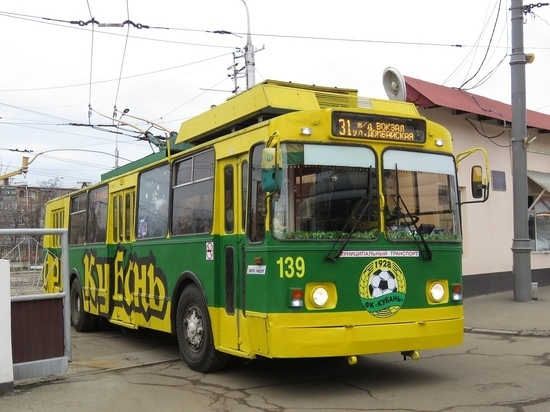 Раскрашенный в цвета ФК «Кубань» троллейбус снова ездит по Краснодару