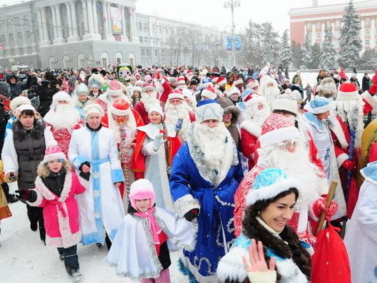 В Курске на шествие Дедов Морозов заявилась 1000 участников