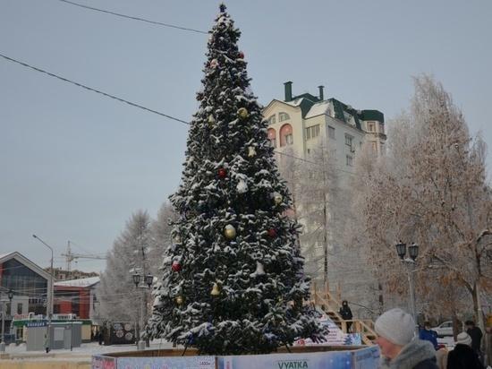 В центре Кирова открыли одну из главных новогодних ёлок