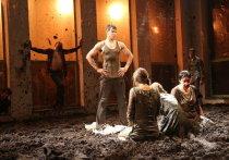 Под занавес юбилейного XX фестиваля NET в последний раз сыграли спектакль «N043Грязь» Таллинского театра N099
