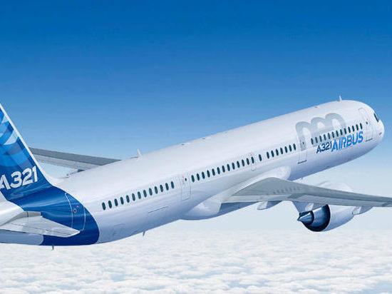 СМИ: пассажирский самолет вернулся в московский аэропорт из-за отказа двигателя