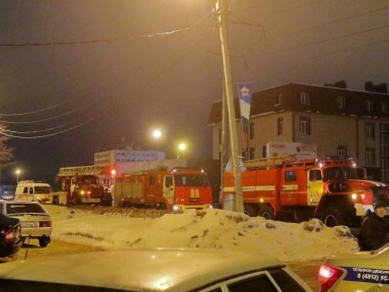 В Кардымово смоленские пожарные из горящей квартиры спасли мужчину
