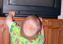 В Подмосковье старый телевизор рухнул на малыша