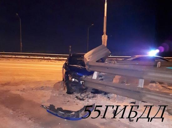 Омский водитель сбежал с места ДТП, бросив трех девушек в машине