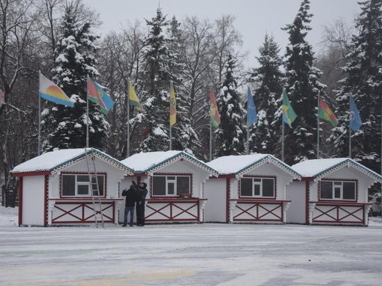 На Соборной площади Ульяновска открывается новогодняя ярмарка