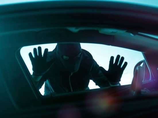 В Знаменском районе молодой человек угнал автомобиль и попал на нем в ДТП