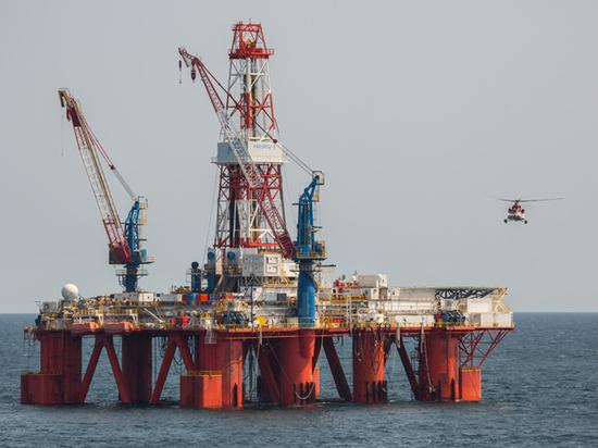 """Роковая отметка: падение нефтяных цен ниже $40 """"сплющит"""" бюджет России"""
