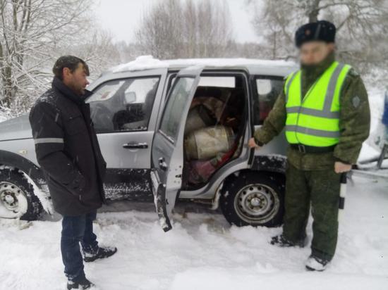 Сотрудники ФСБ пресекли ввоз на Смоленщину подозрительного молока