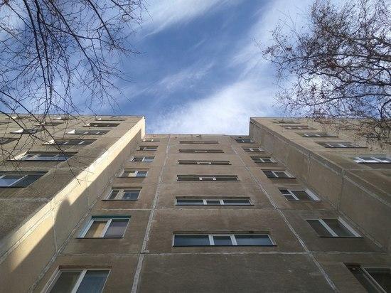 На севере Тамбова девушка упала с пятого этажа многоквартирного дома