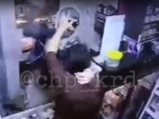 Продавец кофе     была жестоко избита грабителем в Краснодаре