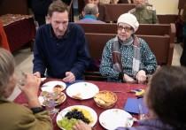 В петербургском кафе бесплатно кормят пенсионеров