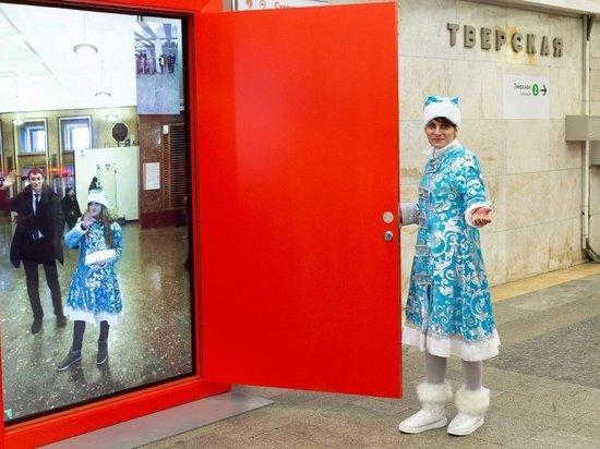 На станции «Пушкинская» открыли праздничный портал на другую станцию