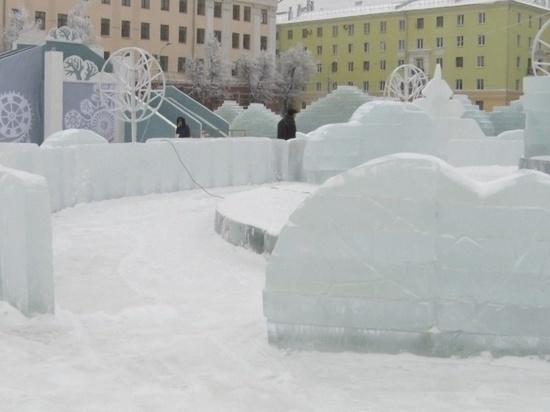 Для оформления Театралки использовали больше 5 000 ледяных блоков