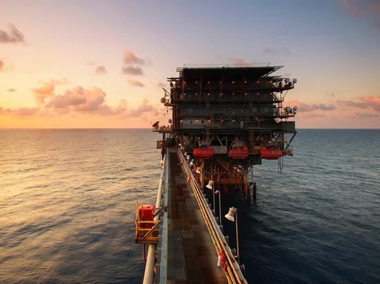 """Падение цен на нефть породило """"черный"""" сценарий для России - экономика"""