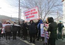 Жители Ольхонского района вышли на митинг, поддержанный чиновниками
