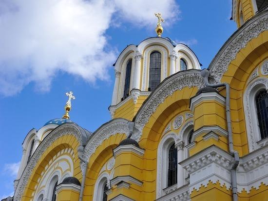 Константинополю в Киеве посулили чужие монастыри: конфетами не обошлось