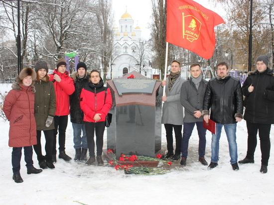 В Воронеже открыли памятник комсомолу