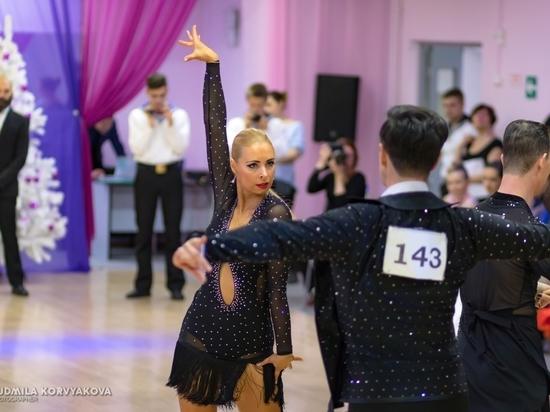 Яркие и эффектные пары сразились в ежегодном турнире по спортивным и бальным танцам