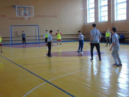 Дети калмыцкого райцентра играли в футбол