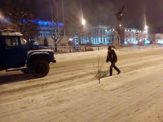 В Тамбове дорожники продолжают устранять последствия снегопада
