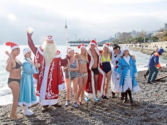 В Ялте искупались в море участники Мороз-Парада