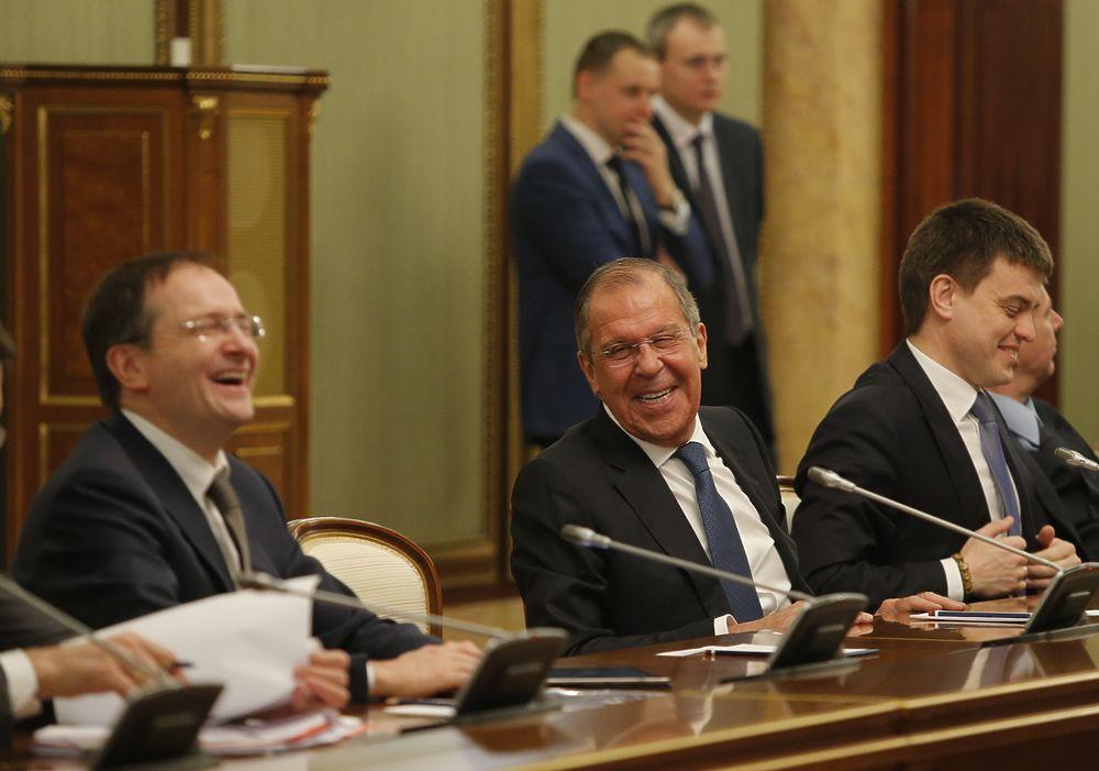 Министры повеселились перед встречей с Путиным: будто в России рай