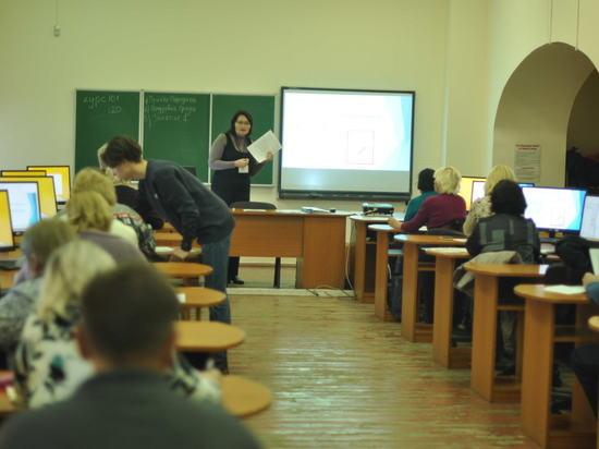 В Севастополе обучили 100 пожилых людей компьютерной грамотности