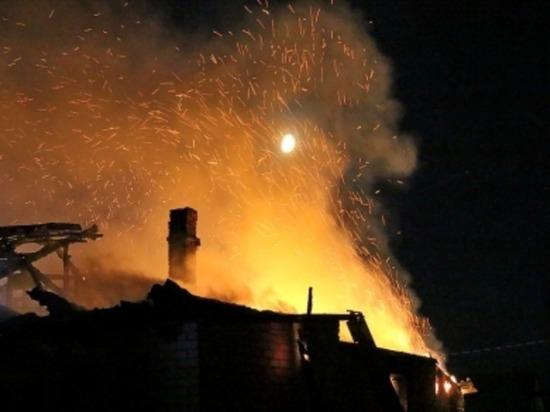 Сегодня ночью в Смоленском районе сгорел жилой дом