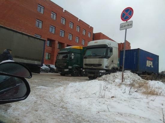 В Петрозаводске на ул.Красной образовалась пробка из большегрузов