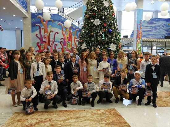 Более 30 тамбовских школьников побывали на Кремлёвской ёлке