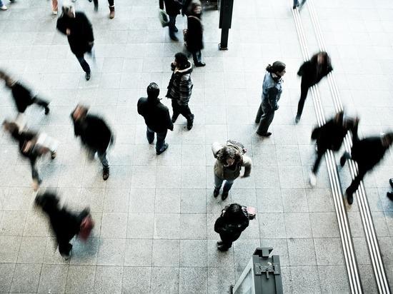 Голландские физики вычислили «безопасное» расстояние между пешеходами