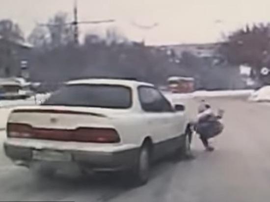 Автомобиль сбил 10-летнюю девочку и никто не обратил на это внимания