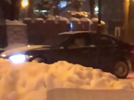 Водитель-лихач устроил покатушки перед Вечным огнем в Люберцах