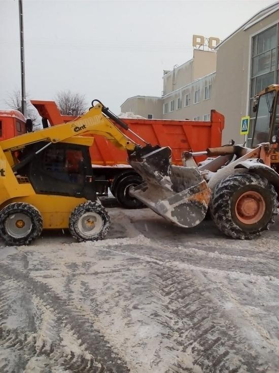 Коммунальные, дорожные службы и работники УК Серпухова работают без перерыва