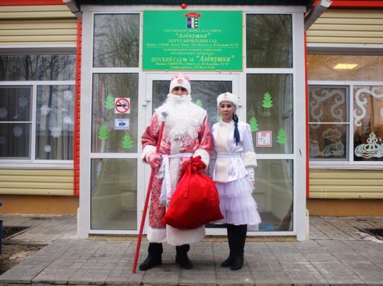 В Калмыкии полицейский примерил на себя роль Деда Мороза