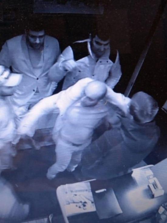 В Екатеринбурге разыскивают мужчину, напавшего на девушку в клубе