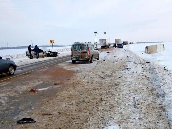 Под Тамбовом произошло страшное ДТП с участием пяти машин: один погиб, трое в больнице