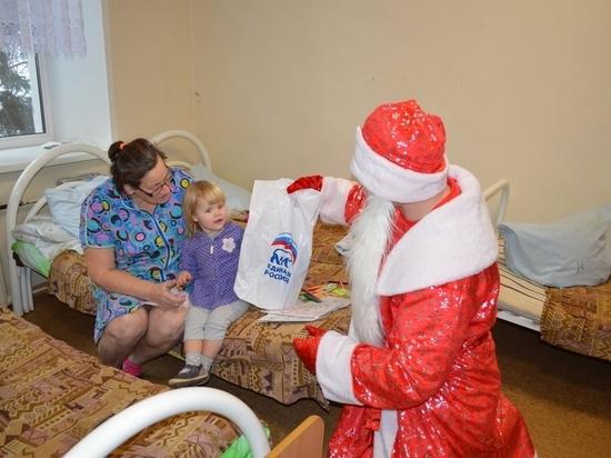 Юные пациенты нижегородской больницы № 42получили новогодние подарки