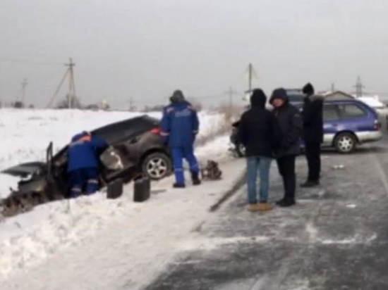 В поселке Маркова в ДТП погибла женщина, пострадали дети