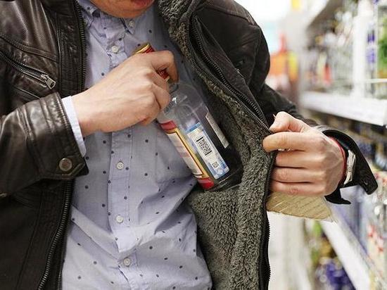 В Тамбовской области полиция задержала мужчину, укравшего алкоголь из магазина
