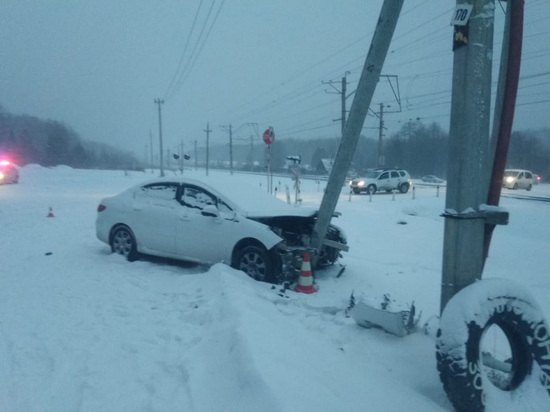 При столкновении автомобиля с ЛЭП в Екатеринбурге пострадал ребенок